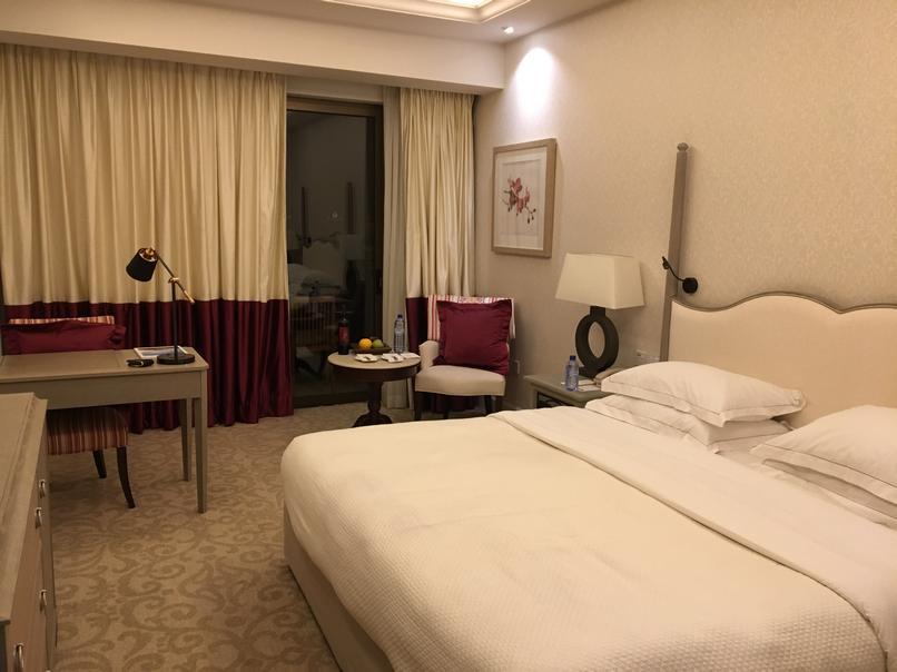 החדר במלון אליסיום פאפוס