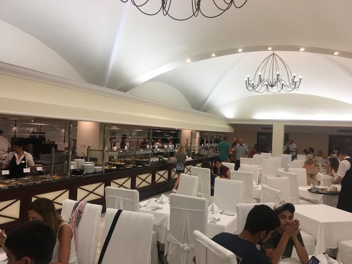 חדר האוכל מלון גרנד הוטל