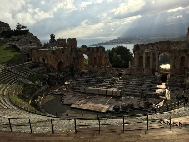 התאטרון היווני בטאורמינה