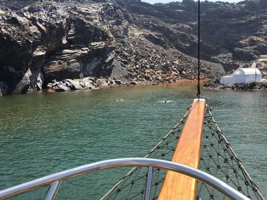 volcano boat trip hot springs המעיינות החמים סנטוריני