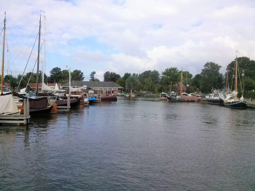 שייט תעלות בהולנד בנמל