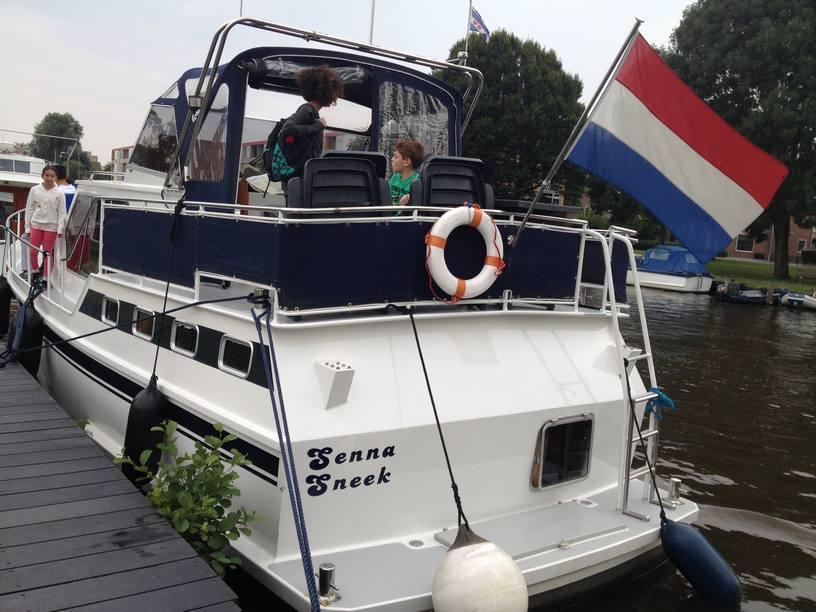 שייט תעלות בהולנד סירה משפחתית